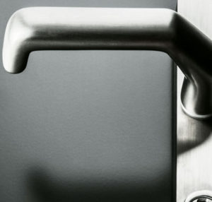 Aluhaustueren-Farbe RAL 7016 Anthrazitgrau mat mit Griff - www.aluminium-haustueren-direkt.de